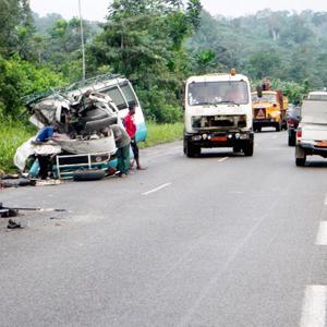 CAMEROUN :: Deux com�diens morts dans un accident � Bomono :: CAMEROON