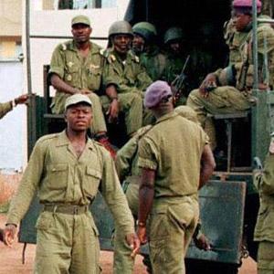 CAMEROUN :: C�l�bration du 20 mai : La Dsp arrache la banderole du Moci :: CAMEROON