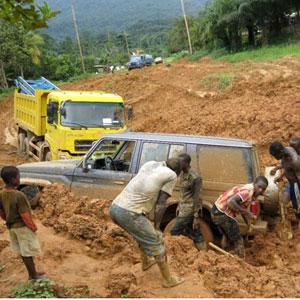 CAMEROUN :: Bekoko : Un bus finit dans un ravin :: CAMEROON