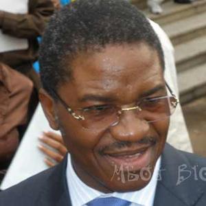 Cameroun : M. Andr� Mama Fouda, Ministre de la Sant�, perd 300 millions de FCFA chez lui