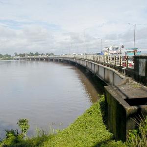 Cameroun : Les travaux du 2�me pont paralys�s � Douala