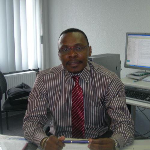 Cameroun: Le Macro�conomiste Thierry Amougou invit� au 1er Forum �conomique de la Francophonie des 1er et 2 d�cembre 2014 � Dakar :: CAMEROON