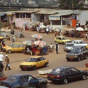 Cameroun: Le Chef d�escadron  Emmanuel  Ella Ella, agresse violemment des jeunes et d�gaine son arme dans une bo�te nuit � Yaound�