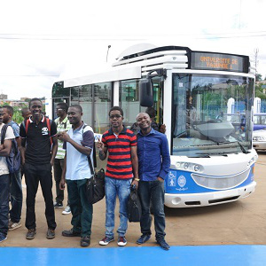 Cameroun : Le Groupe Bollor� offre un 3�me bus �lectrique � l�universit� de Yaound� 1 :: CAMEROON