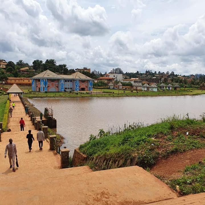 Cameroun : Un cadavre humain p�ch� dans le lac municipal de Dschang  :: CAMEROON