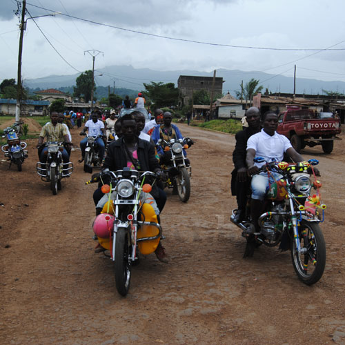 CAMEROUN :: Motos-taxis : On roule vers le formel :: CAMEROON