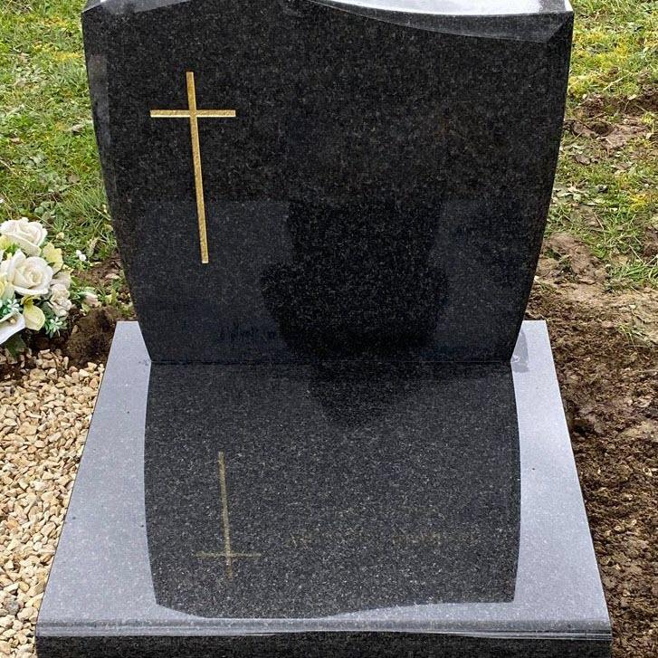INSIGNES FUNÈBRES : Les pierres tombales ont la cote