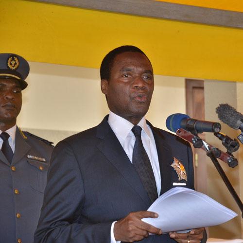 Paul Biya envoie Beti Assomo et Atanga Nji en Guinée