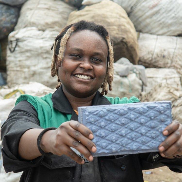 ENTREPRENEURIAT : Une ingénieure kenyane invente une brique plus solide que le béton