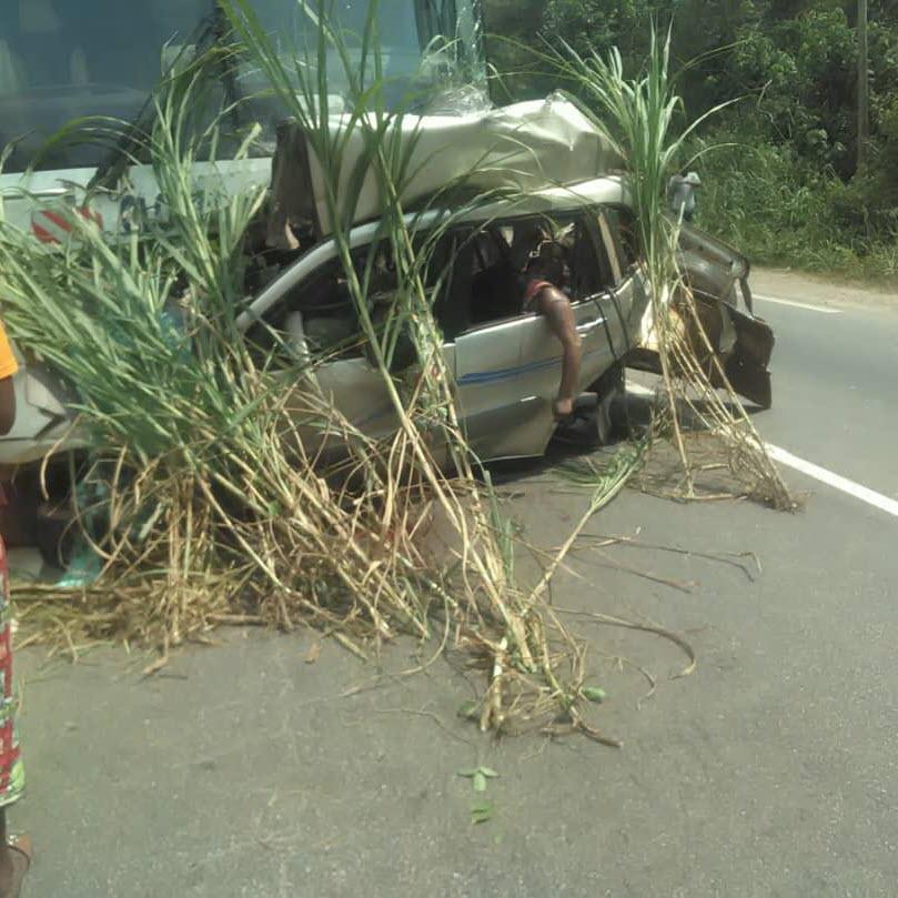 Route Yaoundé - Douala: 05 morts dans un accident ( texte et images)