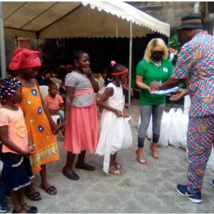 Gps Photo  en père Noël pour les enfants de Nkolouloun