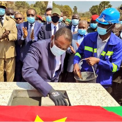 Région de l'Est: Eloundou Essomba lance les travaux du pont de Toukaré  sur le fleuve Lom
