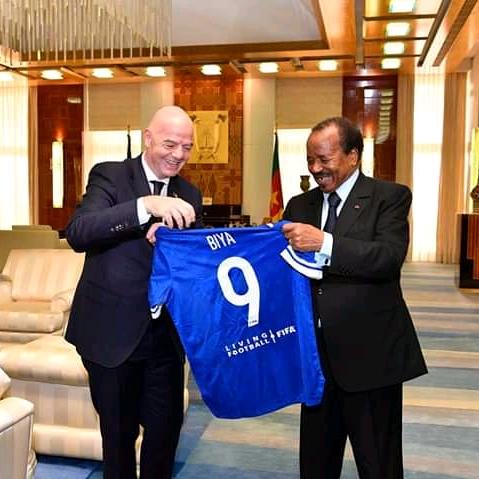 SPORT-CHAN: PAUL BIYA RECOIT LE PRESIDENT DE LA FIFA