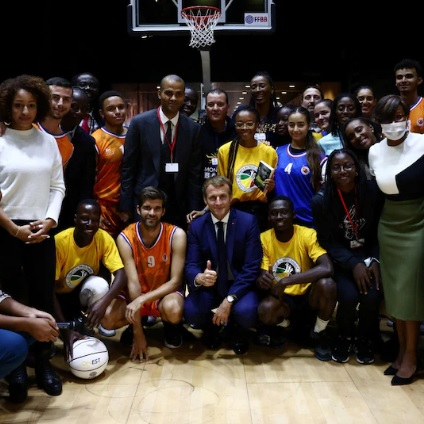 Sommet Afrique-France: Onze jeunes déclament leurs vérités à Emmanuel Macron