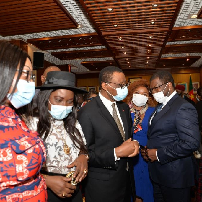BONNE ET HEUREUSE ANNEE 2021 A S.E. EKOUMOU MAGNUS-ANDRE AMBASSADEUR DU CAMEROUN EN FRANCE