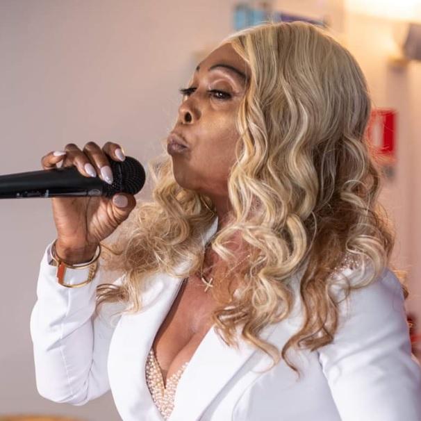 Benita artiste musicienne était ce 16 juillet 2021 à la nuit des déesses à Clichy La Garenne
