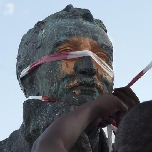 Afrique du Sud : une statue du colon Cecil Rhodes décapitée