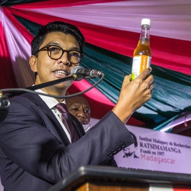 Méfiance : Le président malgache préfère son remède local aux vaccins contre le Covid-19