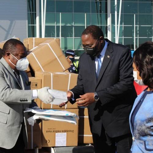 Nguema Obiang offre 500 mille masques et blouses sanitaires à l'Eswatini