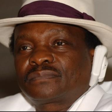 """Le chanteur guinéen Mory Kanté, connu pour son tube """"Yéké Yéké"""", est mort à l'âge de 70 ans"""