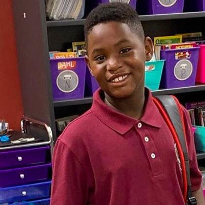 Un enfant de 8 ans confiné chez lui tué d'une balle perdue