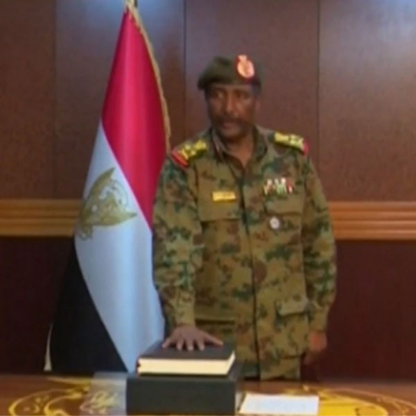 Au Soudan, les putschistes entament des discussions avec les partis politiques