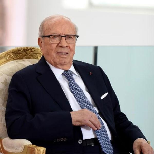 """Tunisie : le président Essebsi en état """"critique"""" après un """"grave malaise"""""""