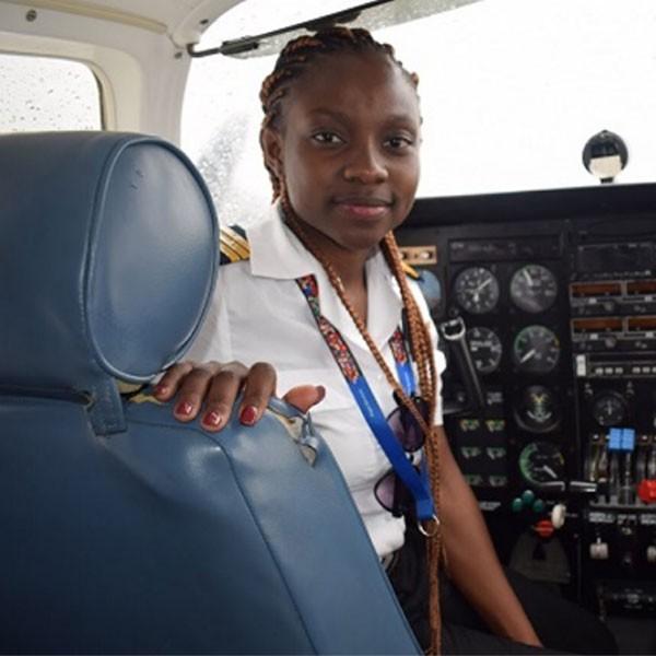 Audrey Maame Esi Swatson la plus jeune pilote de ligne commerciale du continent africain
