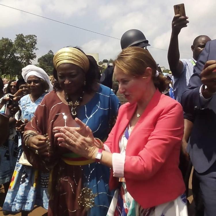 Ségolène Royal lance le projet maternités solaires