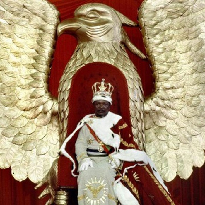 4 décembre 1977, Bokassa se couronne empereur