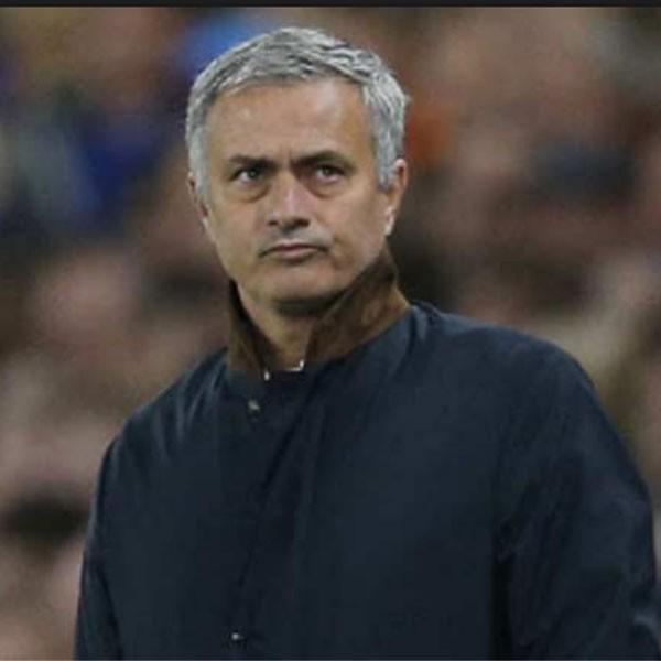 Royaume Uni: Manchester United vire Jose Mourinho